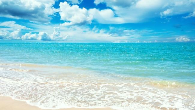 meer-wasser-blau-himmel-wolken-sommer-650x366